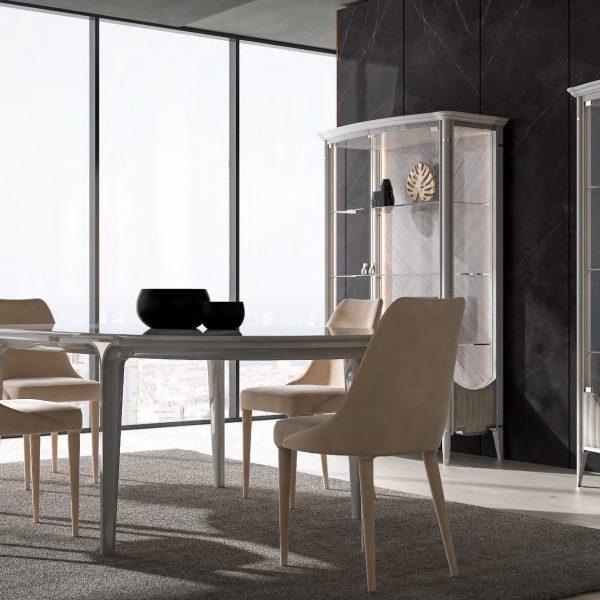 GHEZZANI-ARREDAMENTI-Collezione-NAVIGLI-DINING-PARIS-tavolo-table-in-dining-room-con-vetrina-SOLITAIRE-e-sedia-MONTEPENNY